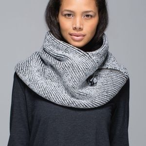 Lululemon Totally Toasty Sherpa Neck Warmer JS